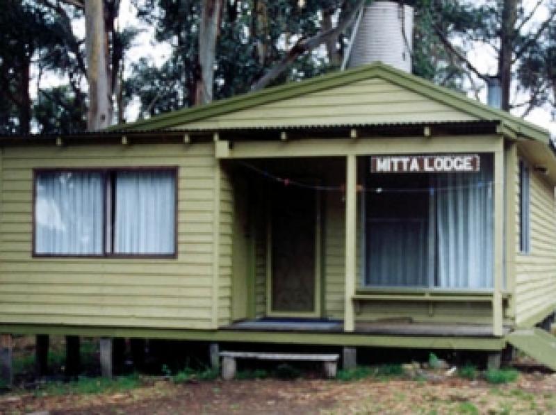 10 The Mitta Lodge new paint job 1998
