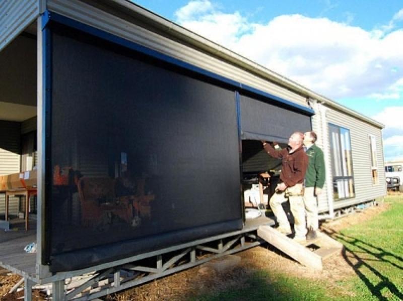05 Ingomar Matthes & Trevor Stow fitting New blinds 4.6.11