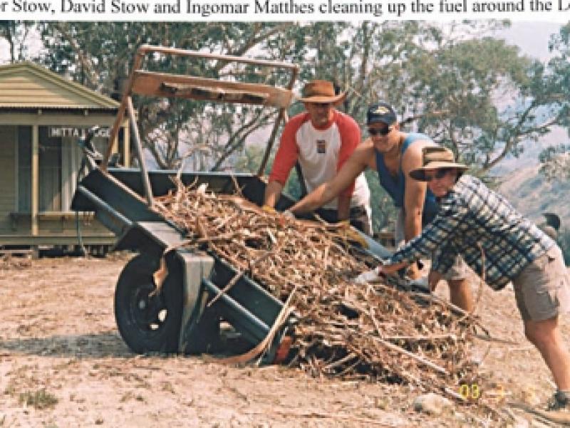 11 Trevor Stow, Ingomar Matthes & David Stow Fuel clean up 2003